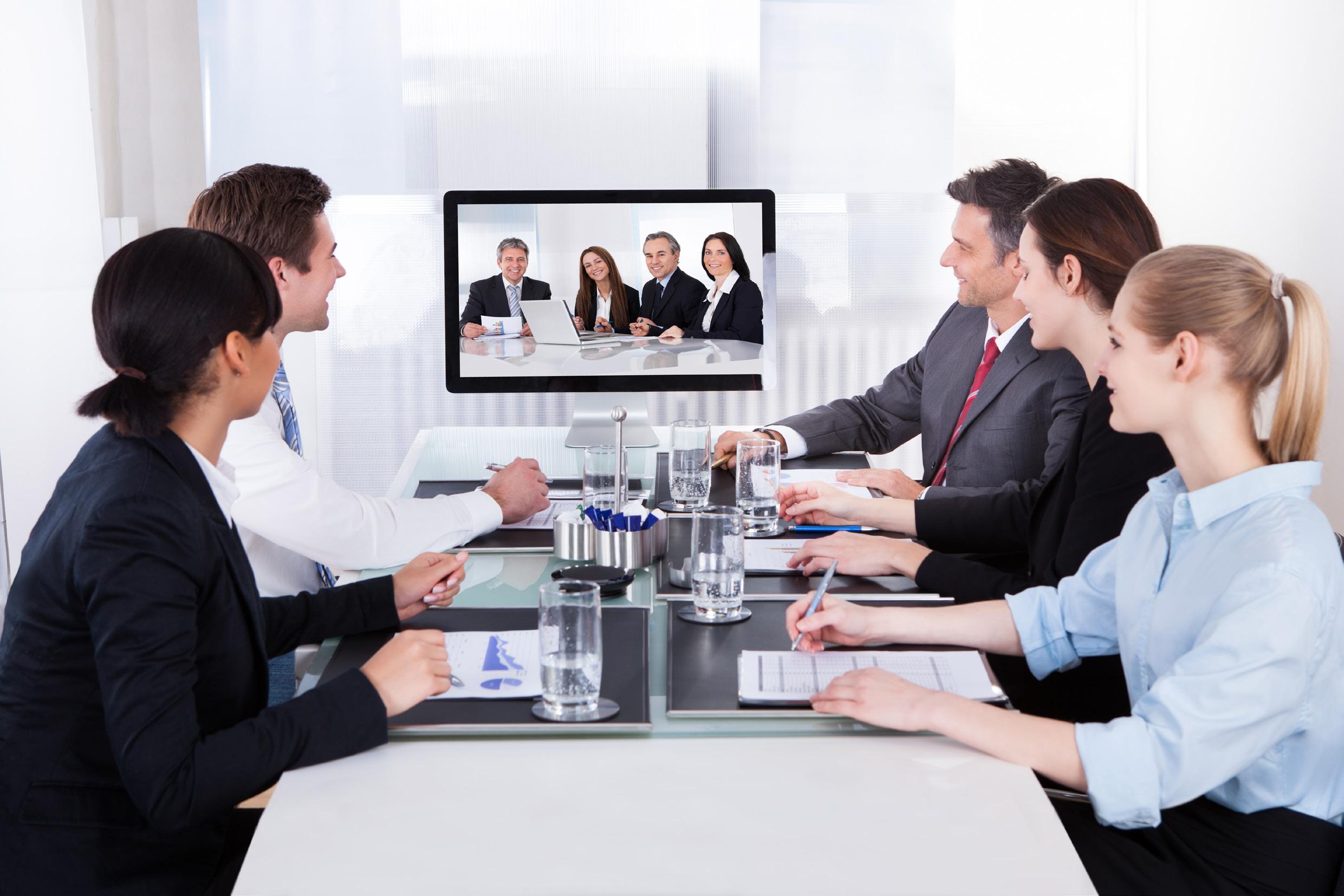 Equipo trabajando en videoconferencia