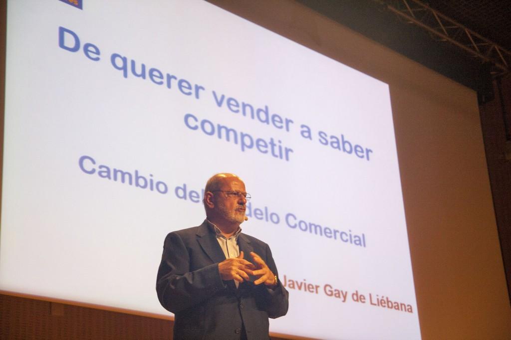 Javier Gay de Liébana iniciando su disertación