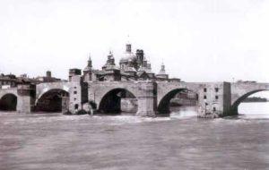 Puente de piedra en Zaragoza